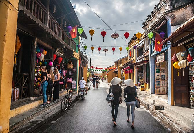 Get high-quality tailored products in Hoi An at very affordable prices Photo: Romas_Photo / Shutterstock.com