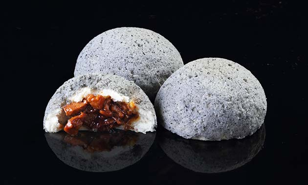 Black Pepper London Duck Bun