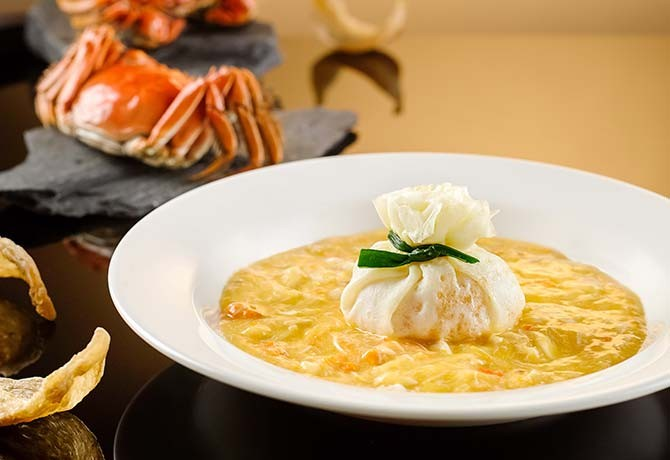 Braised Bird's Nest Wrapped in Egg with Hairy Crab Meat and Crab Roe