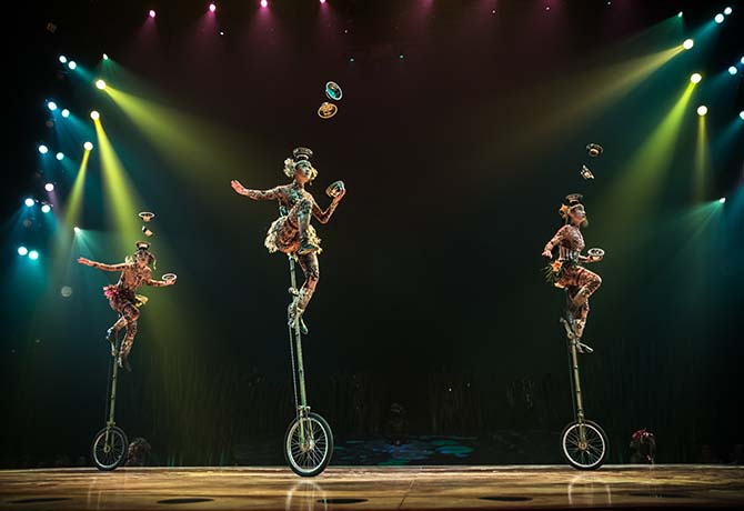 3 Unicycle Jugglers - web