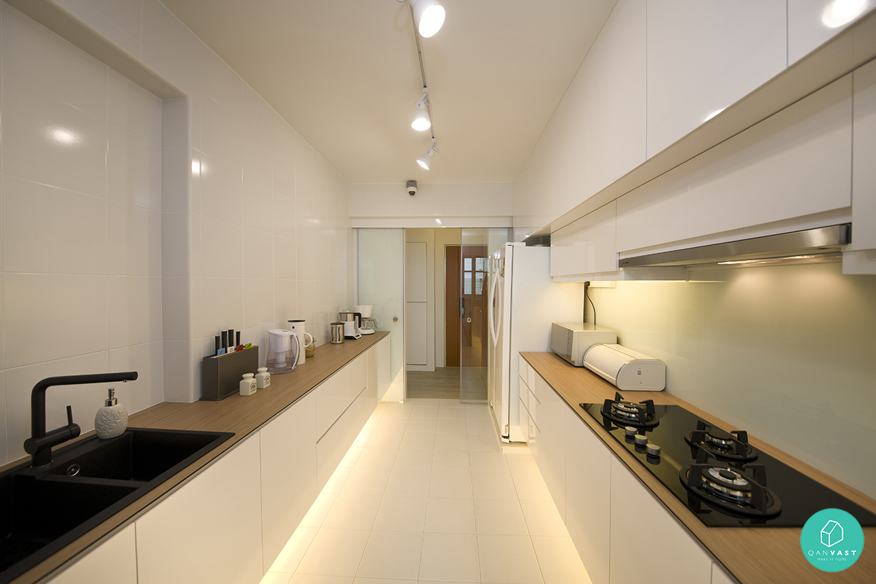 10 popular homes for young couples under s 40 000 for Minimalist condo interior design