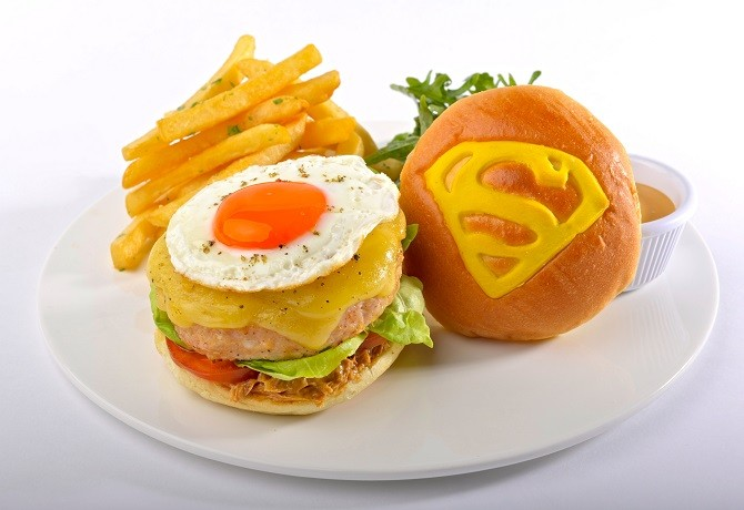 DC COMICS SUPER HEROES CAFE - Superman's Free Range Chicken Burger