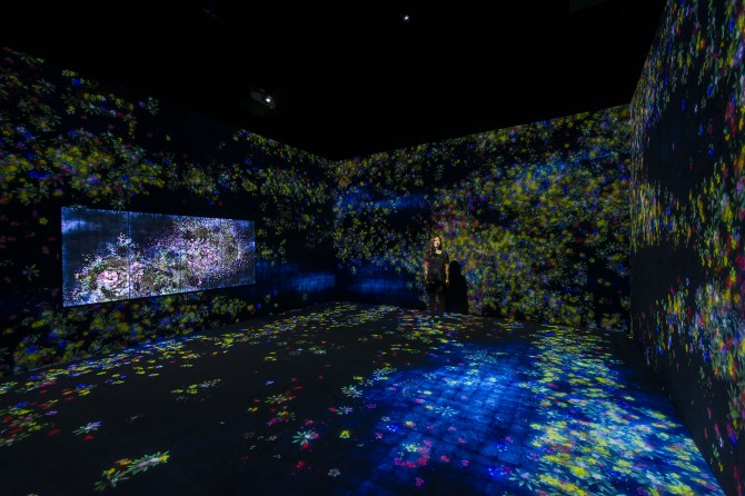 Flowers and People, Cannot be Controlled but Live Together – A Whole Year per Year – Future World at ArtScience Museum (Credit to Marina Bay Sands)