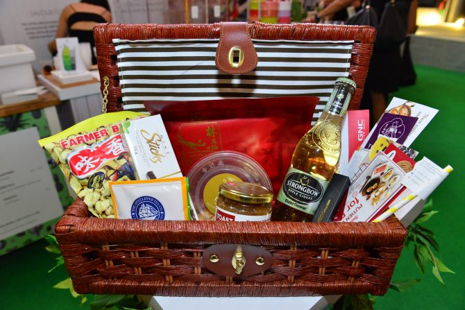 ION Orchard Culinary Creations - Indoor Picnic (Picnic Basket)