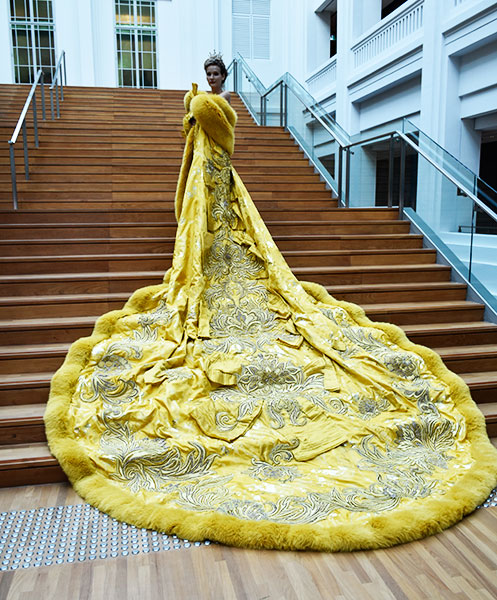 the-yellow-canary-dress-worn-by-rihanna-at-met-gala