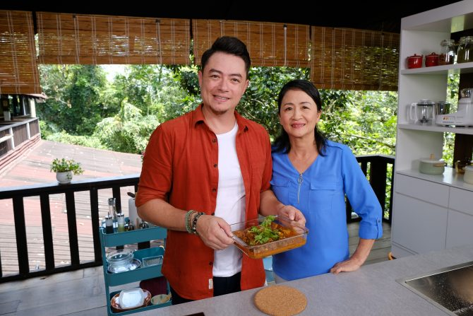Watch celebrity chef sherson lian cook up a storm with his mother as they dish out loved home cooked food with a modern twist asian food channel afc brings back its popular series family kitchen with sherson forumfinder Image collections