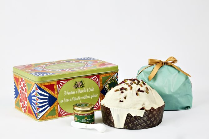 72507d6b3337 ... and flavour will delight even the most demanding gourmands with two  original creations  a 1 kg Sicilian Pistachio panettone covered in white  chocolate