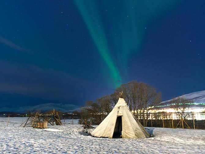 Don't miss the experience of the Northern Lights in the midst of Sami reindeer-skin tents