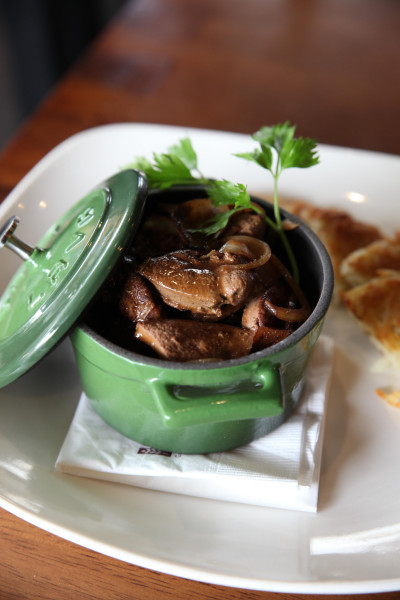 The strong flavour of roasted pig liver with caramelised onions!