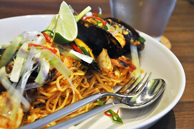 By far the spiciest dish on the menu, Lighthouse Bistro succeeded tremendously in this fusion dish – the spicy sambal sauce complemented the al-dente angel hair pasta surprisingly well