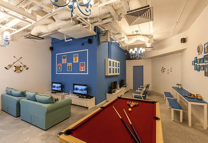 You can play pool and video games in pay-per-minute cafés like Coffeemin (Photo: Coffeemin)