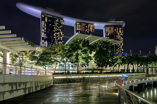 Catch popular movies for free by Marina Bay, right by the city's arresting skyline (Photo: Erwin Soo)
