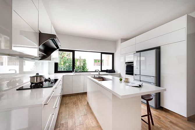 The wet kitchen retained the clean linear aesthetics that define the rest of the home