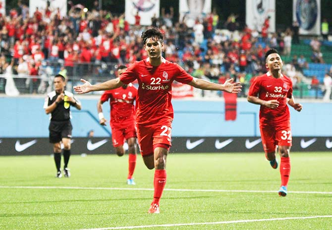 139 ent lionsxii winger chris van huizen is the new golden boy of