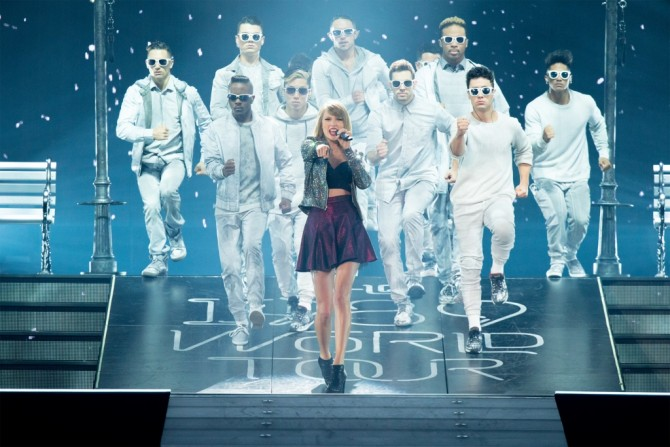 TS1989_Tour-Book_Image_Pg2_1
