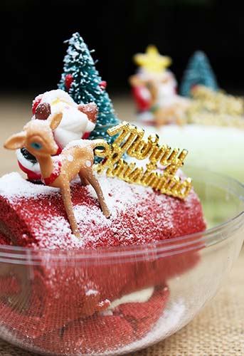 #141_food_Red-Velvet-and-Chocolate-Mousse-Swiss-Roll