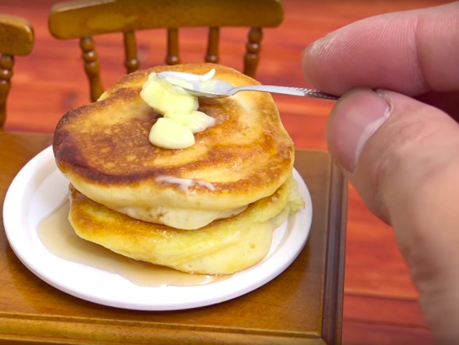 theres-a-strange-trend-spreading-from-japan-of-people-posting-videos-of-themselves-making-miniature-meals.jpg