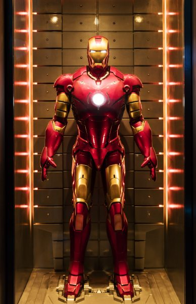 hong-kong-disneyland_stark-expo-_iron-man-armor-suits