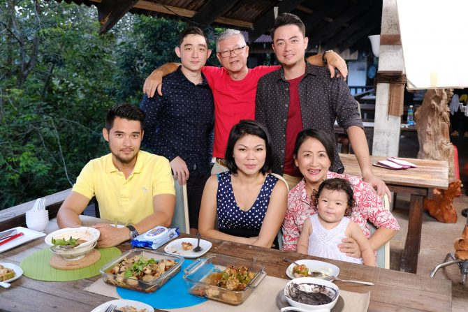 Watch Celebrity Chef Sherson Lian Cook Up A Storm With His Mother Ann Weekender Com Sg