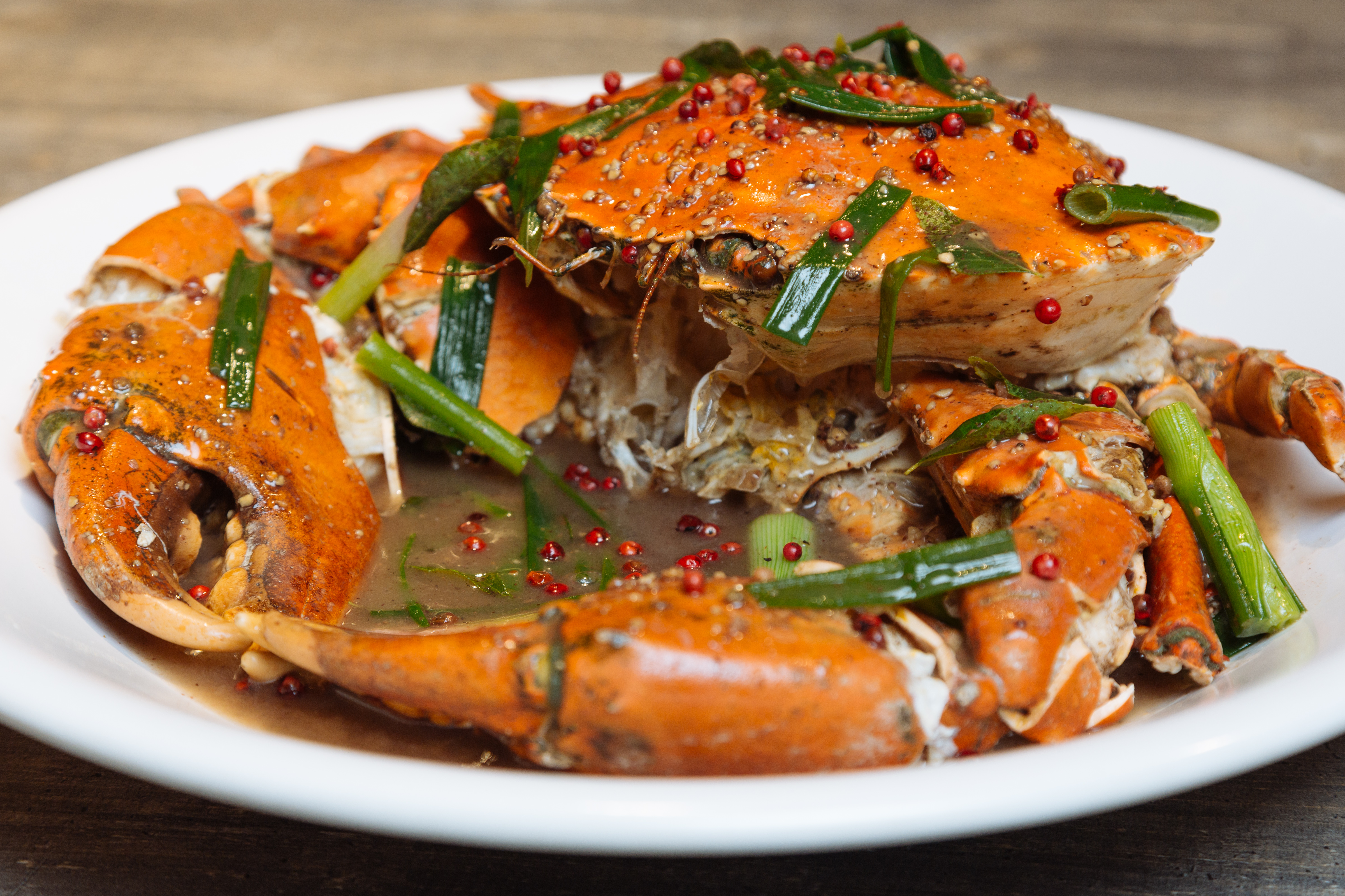 restaurant review satisfy your crab craving at holycrab