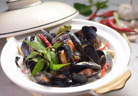 Recipes archives weekender singapore recipe braised mussels with coconut milk and lemongrass by martin yan forumfinder Images